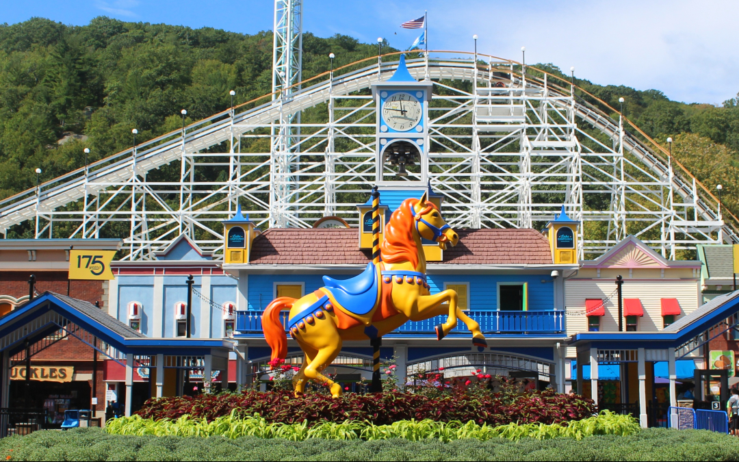 Giant centerpiece horse at the Main Gate